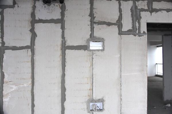 Thi công ống điện âm tường