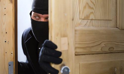 cách ứng phó trộm trong nhà